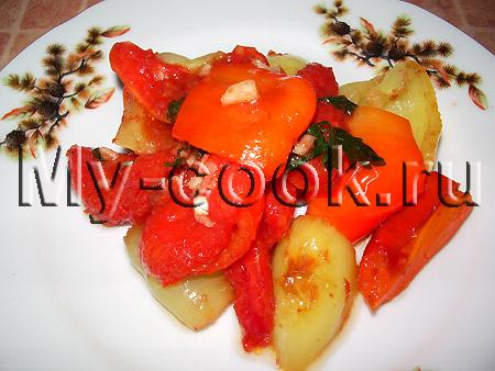 Теплый салат из перца и помидоров