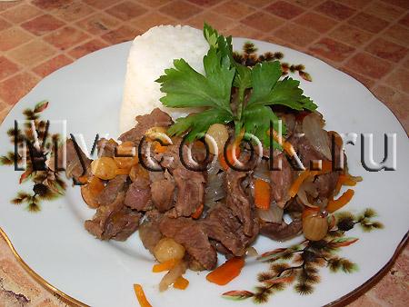 Мясо тушеное с изюмом