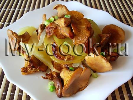 Жареный картофель с лисичками по - домашнему