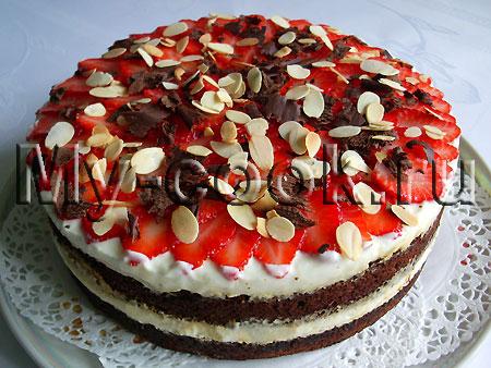 Торт с клубникой и нежным сметанным кремом