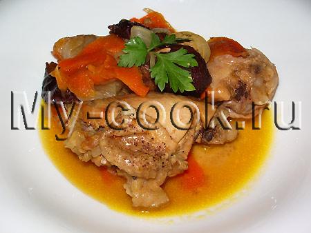 Курица, тушенная с черносливом и морковью