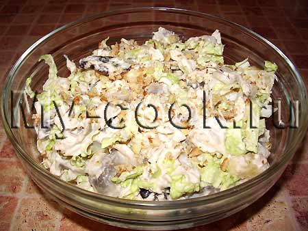Салат из мяса птицы с грибами и ананасами