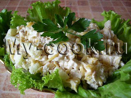 Салат из мяса птицы с грушей, сыром и чесноком