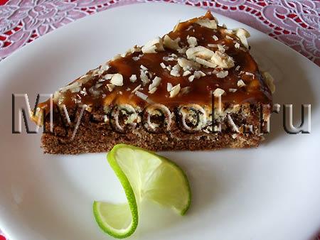 Шоколадный бисквит Зебра с каппучино, карамелью и орехами