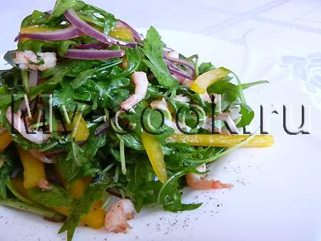 Овощной салат с креветками и пикантной заправкой