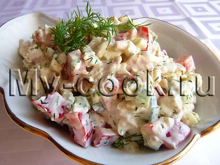 Салат с копченостями и сладким перцем