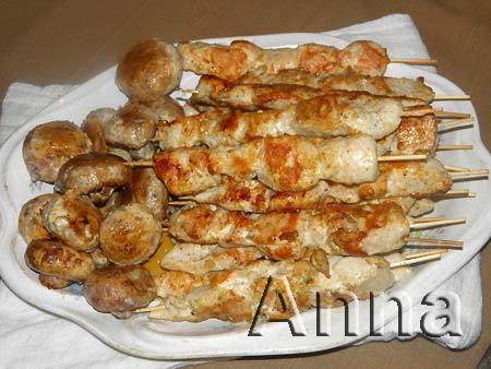 Куриные шашлычки с грибами, маринованные в йогурте