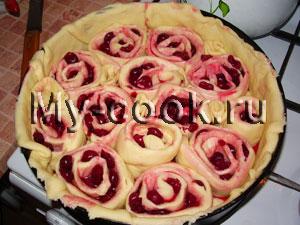 Рулетиковый пирог с вишней