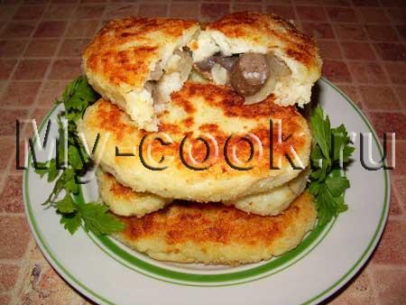 Картофельные пирожки с грибами или овощным фаршем
