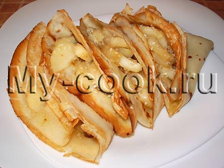 Блинчики с карамельными яблочками и кунжутом